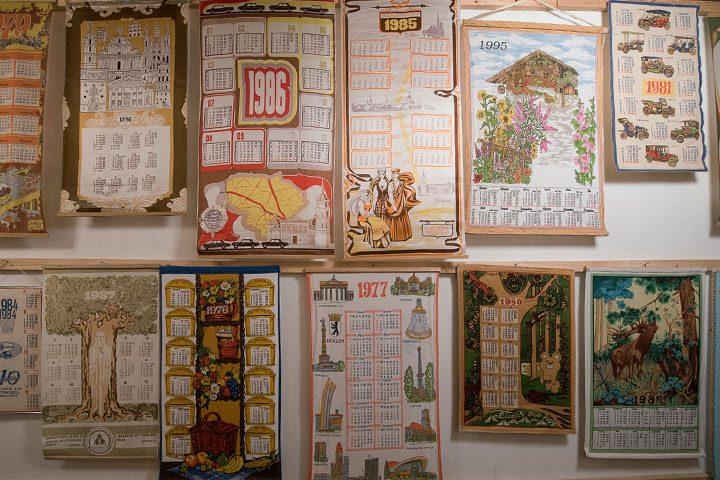 Seniausi ekspozicijos eksponatai – trys XIX a. kalendoriai (1848, 1849 ir 1864 m.). Eksponuojami ir vienetiniais tiražais pagaminti kalendoriai, gaminami tik kolekcijai papildyti.