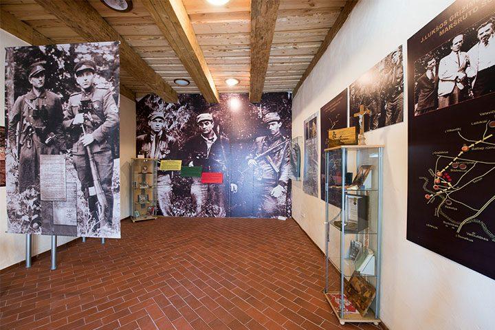 Ekspozicijoje taip pat yra nemažai medžiagos ir eksponatų apie J. Lukšos-Daumanto bendražygį partizaną Povilą Pečiulaitį-Lakštingalą.