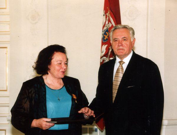 A. Aleknavičienei įteikimas Lietuvos Didžiojo Kunigaikščio Gedimino ordino I laipsnio medalis