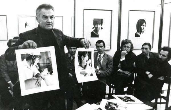 Marius baranauskas Siauliuise supazindina kurybinio seminaro dalyvius su savo nauju fotografiju ciklu Zmogaus gimimas, kuris apdovanotas aukso medaliais Lenkijoje ir Estijoje 1985 balan