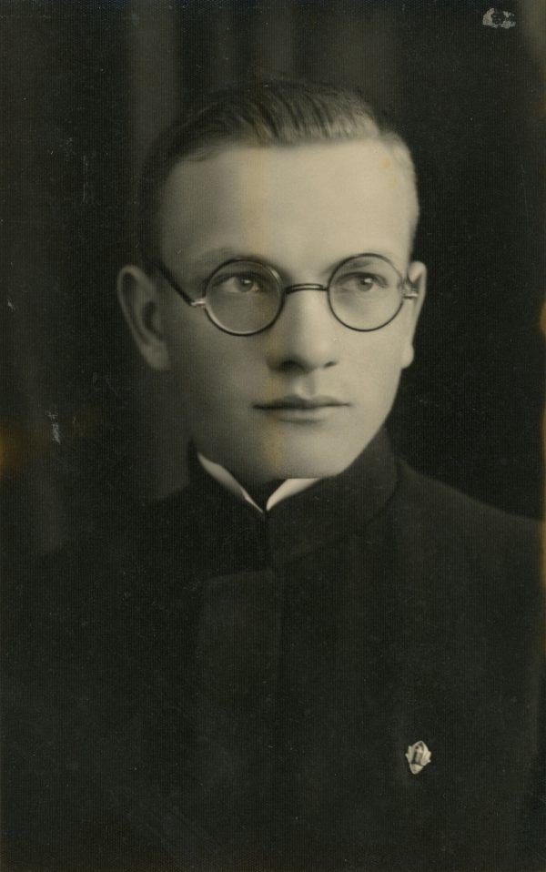 Antanas Šapalas, Žiburio gimnazijos abiturientas. 1934m.