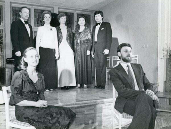 B. Sodaitytė koncerto metu Kauno menininkų namuose (stovi ant. iš dešinės)