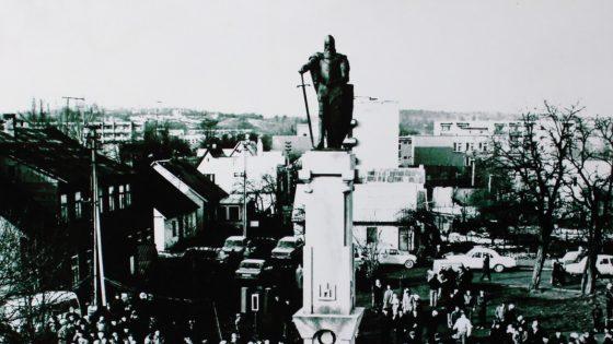 Fotografijų paroda, skirta LDK Kęstučio paminklo atstatymo 30-osioms metinėms paminėti