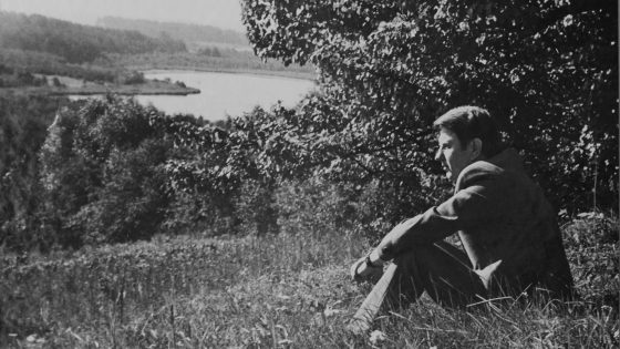 FotomenininkėsOnos Pajedaitės fotografijųparoda, skirta poeto Justino Marcinkevičiaus 90-osioms gimimo metinėms